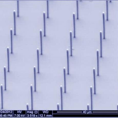 Exemple de fonctionnalisation de surface : micro-colonnes à haut rapport d'aspect