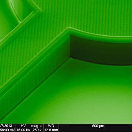 Exemple de structure micromécanique : micro-roue d'épaisseur 300 µm 3