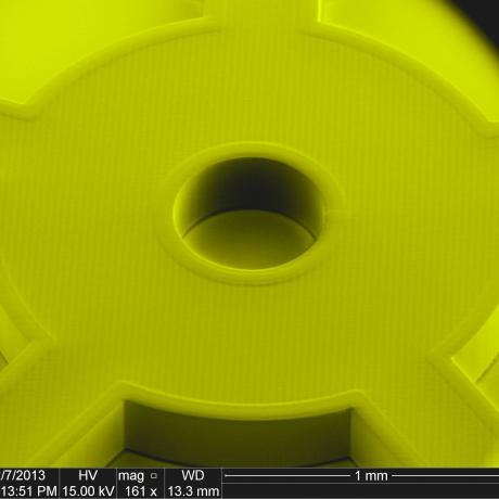 Exemple de structure micromécanique : micro-roue d'épaisseur 300 µm 4