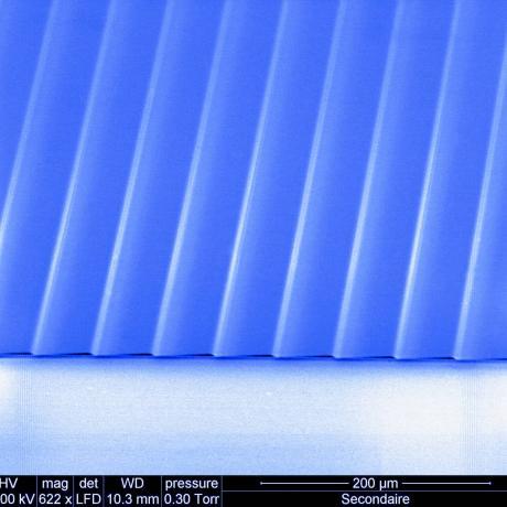 Exemple de dispositif photonique : réseau blazé